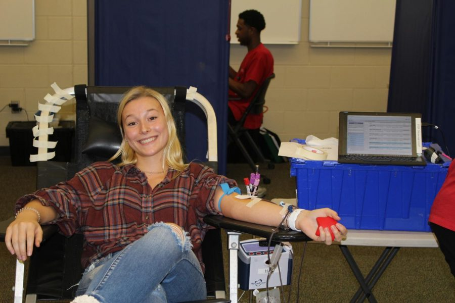Junior+Alyssa+Hall+smiles+as+she+is+giving+blood+for+the+good+cause.+