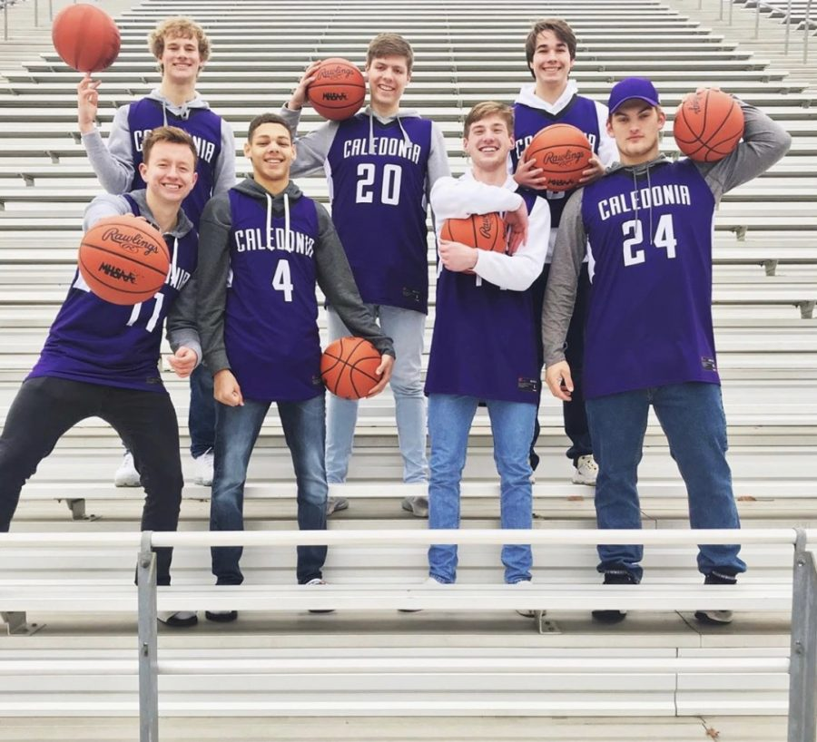 Seniors Keegan Peterson, Jack Snider, Carter Thomas, Luke Thelen, Aaron Henry, Connor Sprau, and Jerry Mansifield of the Varsity boys basketball team.