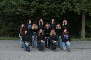 Group photo of the Caledonia Equestrian Team (2021-2022).